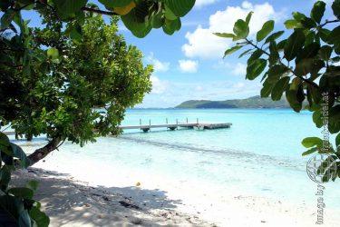 Bild: Insel mit Steg auf Bora Bora - Reiseblog von Frank Seidel