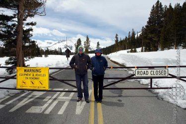 Bild: Christine und Frank am gesperrten Tioga Pass, Yosemite - Reiseblog von Frank Seidel