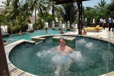 Bild: Frank Seidel im Whirlpool des Hotel Bali Mandira - Reiseblog von Frank Seidel