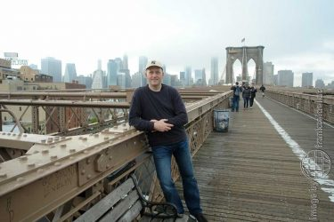Bild: Frank Seidel auf der Brooklyn Bridge, New York City, USA - Reiseblog von Frank Seidel