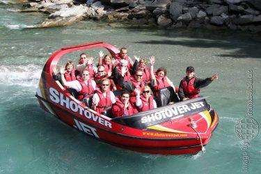 Bild: Frank Seidel auf dem ShotOver Speedboot, Neuseeland - Reiseblog von Frank Seidel