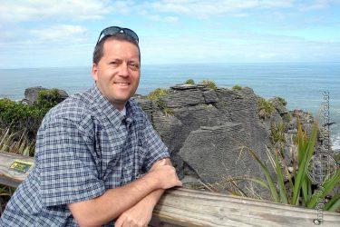 Bild: Frank Seidel bei den Pancake Rocks, Neuseeland - Reiseblog von Frank Seidel